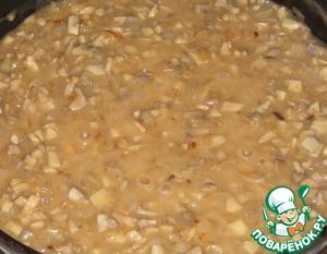 И вливаем соус, добавляем соль и перец, тушим еще 10-15 мин.