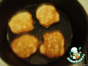 Fry in a hot pan with a little oil until Golden brown on both sides.