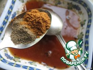 По 0,5 чайной ложки молотых черного и красного жгучего перца