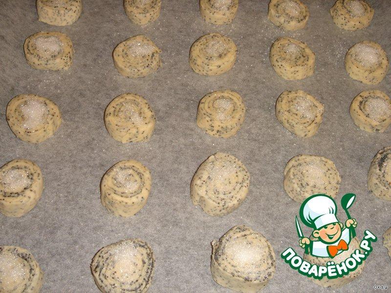 Печенье из слоеного теста с маком