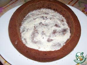 Собираем торт. кладем на блюдо один тонкий корж (полученный из коржа, который мы делили на два в 3-ем шаге), немного смазываем его кокосовой смесью, ставим на смазанный корж большой круг.