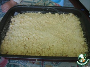 In the form pour the dough,put the apples,sprinkle with cinnamon(who like the taste of cinnamon) and honey.  Put in preheated oven at 180 for 30-40 minutes.