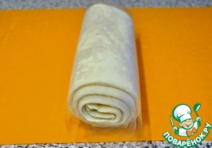 For this recipe I used yeast-free puff pastry. The finished dough to defrost.
