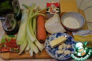 Подготовить продукты. Овощи помыть и почистить. Вместо репчатой луковицы я взяла лук-порей. Пастернак для нас большая экзотика, поэтому тоже заменила - на кусочек корня сельдерея.