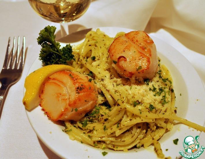 Рецепт: Морские гребешки c Пастой под соусом из базилика