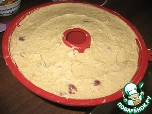 Выложить тесто в форму и выпекать в разогретой до 180 градусов духовке (если с обдувом, то до 160 градусов) 70 минут.   Последние 10-15 минут, если сильно румянится, прикрыть фольгой.