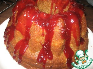 Дать остыть и посыпать сахарной пудрой. Я сделала желе из вишневого сока и полила им кекс.
