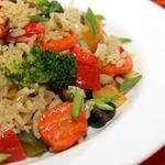 Жареный рис с овощами и грибами