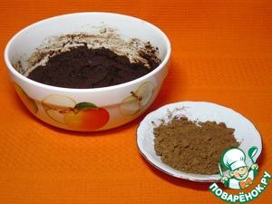 Насыпать какао-порошок в блюдце, смешать с сахаром.