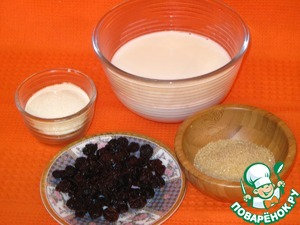 Приготовить продукты для суфле: молоко, манку, изюм и сахар.
