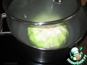 Dip the cabbage in boiling water and separate 8 cabbage leaves.