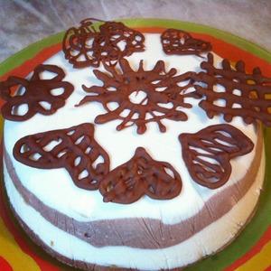 Теперь можно украшать торты, кексы, муссы... И что немаловажно: не надо мыть посуду. Просто выкиньте использованный кулечек! Получается не только вкусно, но и красиво без усилий!