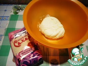 While roll cools, prepare the cream. Preparing it is very simple: add to the sour cream brown sugar