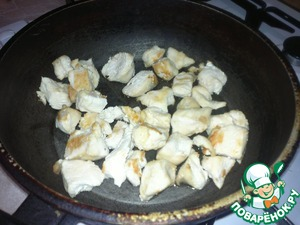 To clean, rinse the chicken, cut into slices 2-3 cm, until tender to extinguish on weak fire.