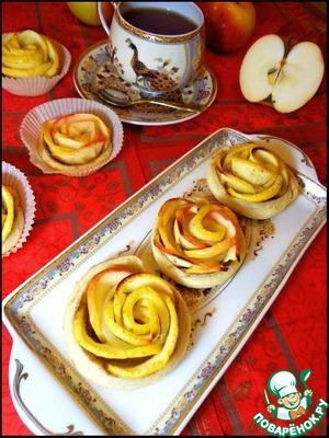 На аромат яблок и корицы могут прибежать соседи, поэтому чайник лучше поставить заранее)