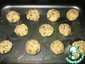 On greased baking paper or greased baking sheet with a teaspoon put something like balls. The distance between them should be 4 cm, because the cookies will increase.