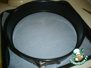 Baking tray lay a paper,put the form(diameter 20-22cm)without a bottom