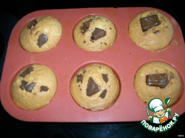 Кексы с вишней и кусочками шоколада