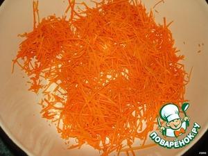 Морковь и кольраби натереть на терке для корейской моркови или порезать тонкими брусочками.