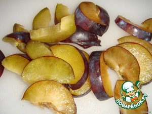 Plum to separate from the bones and cut into small slices.