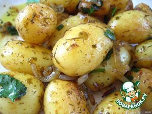 Тушим до готовности картофеля (недолго, т. к. картофель молодой и мелкий), посыпаем измельченной свежей зеленью и снимаем с огня.