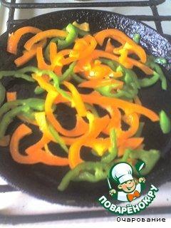 Отдельно обжариваем овощи, сначала сл.перец.