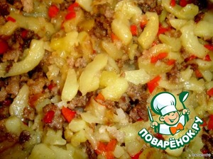 Mix mince with potatoes.