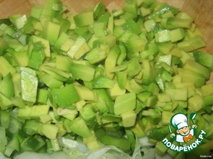 Avocados remove skin,remove the seeds.The pulp is cut into small pieces.
