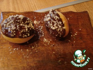 Sprinkle top with grated almonds.