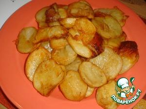 Выкладываем готовый картофель на блюдо