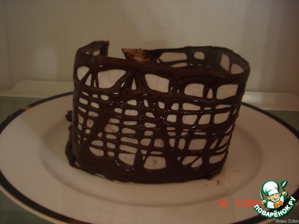 Бисквитный рулет в шоколадной корзинке