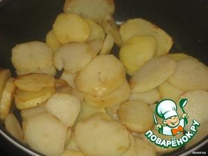 Картофель обжаривать в растительном масле до золотистого цвета.