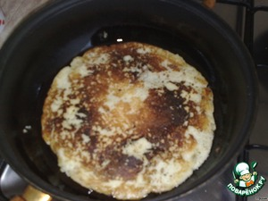 "In a skillet heat vegetable oil and fry potato dough pancakes.  You want to cook carefully so that the pancakes are not torn.  On a heated pan with a spoon spread the dough, quickly leveled the culinary spatula. When cooked on one side, carefully flip to the other and then flip the pan on a plate, damn easy ""fly""."