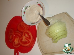 Mayonnaise mixed with cheese, onions and tomatoes cut into rings (or half rings).