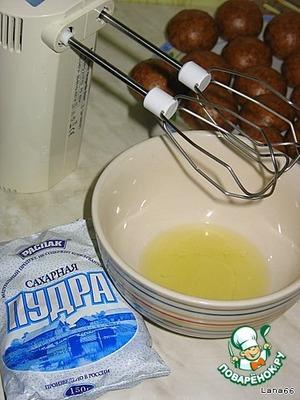 Для этого берется белок и взбивается с сахарной пудрой до пиков.