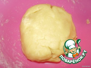 And knead the dough, put it in the fridge to cool for 15 minutes while preparing the filling