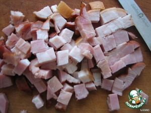 Perfectly complement a dish of cured meats. It can be sausage or smoked meat. Cut meats on the same pieces as the potatoes and onions.