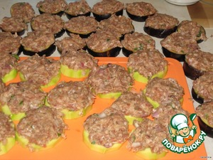 Sprinkled the eggplant with salt, rinse under cold water.  Eggplant and zucchini to spread out and distribute them evenly all beef.