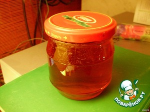 Boiling jelly, pour it into clean dry jars and kuparinen (not flip!)