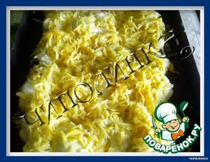 На противень выложить остывшую капусту, залить соусом, сверху засыпать тертым сыром и отправить в разогретую духовку до расплавления сыра, выключить духовку и дать постоять минут 15.   Подавать с картофелем фри или употреблять как самостоятельное блюдо.