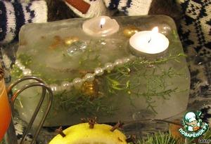 Для декорирования стола я использовала подсвечник изо льда как символ норвежского рождественского холода и домашнего тепла. В него можно заморозить бижутерию, ягоды шиповника, клюквы, шишки, веточки хвои, конфеты.   С Рождеством!   Gledelig Jul!