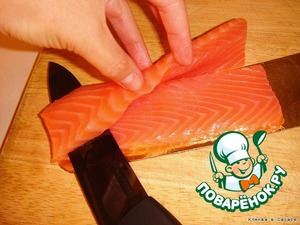 The fish cut lengthwise into two equal parts. It is advisable to take a very sharp knife.