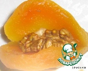 Dried apricots stuffed with quartered walnut.