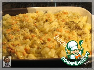 Spread the top layer of potatoes and pour the remaining filling