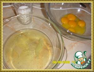 [url=http://www.kuking.net/my/viewtopic.php?p=711268#711268]Слова автора.[/url]   Для бисквита: 5 яиц, 2/3 стак. сахара, 2/3 стак. муки, щепотка соли, 1/3 стак. молотой кокосовой стружки, цедра 1 лимона, 1 ст.л. лимонного сока   Бисквит.  Отделить белки от желтков.    Белки взбить с половиной нормы сахара и
