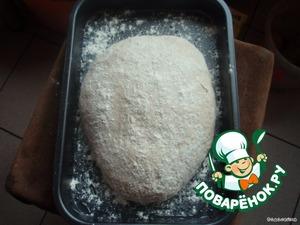 Сформировать из теста круглую или овальную буханку и положить на смазанный маслом и присыпанный мукой противень швом вниз.    Накрыть плёнкой и оставить на 1-2 часа до увеличения в объеме.