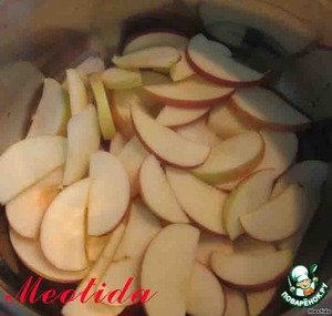 cut the apples into wedges, put in a large bowl layer