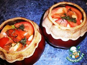 Укладываем обжаренные овощи в горшочки.Сверху кладём помидоры и яблоки,зелень.Посыпаем солью,перцем.И ставим в духовку на 30-40мин,накрыв крышкой.