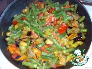Then add the frozen beans. Garlic passed through chesnokodavilku, salt, and pepper. I added ground ginger, nutmeg.
