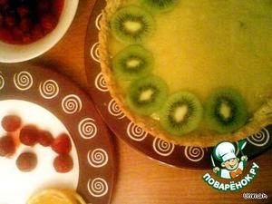 Подготовить фрукты и ягоды для этого их надо разрезать и выложить на салфетку, чтобы они обсохли и не были мокрыими, выложить фрукты или ягоды на остывший торт.